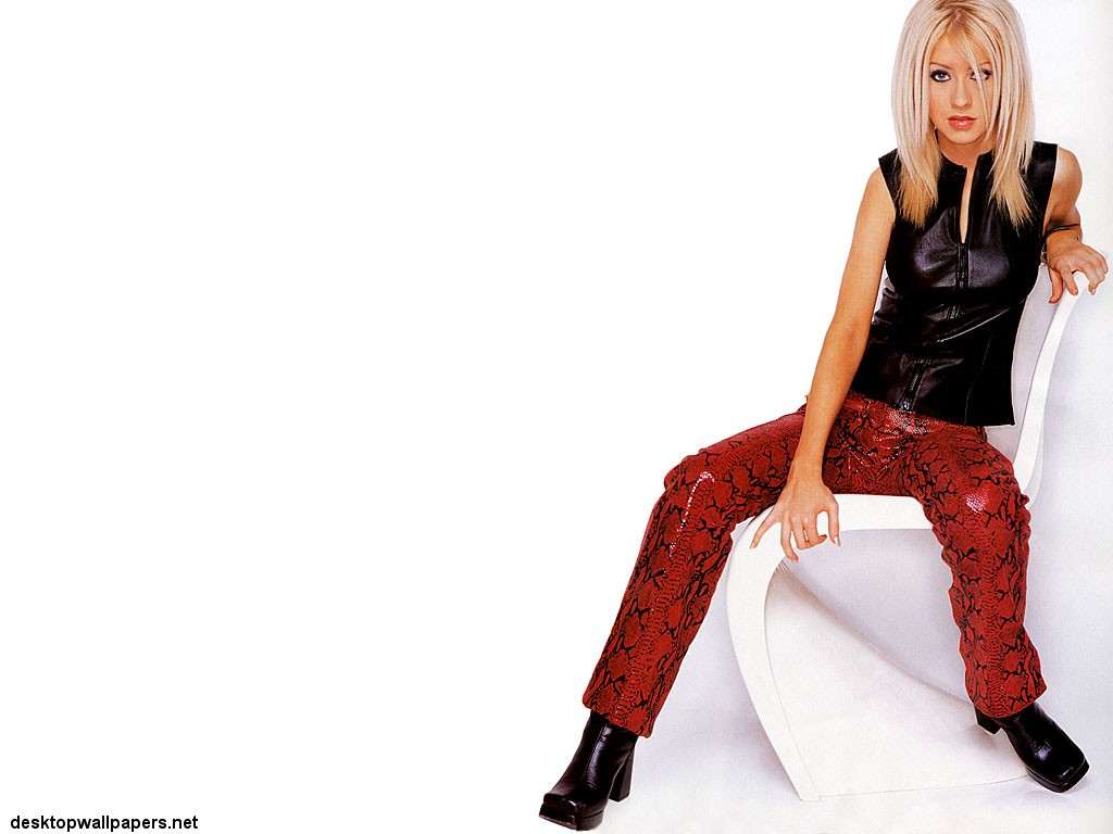 Christina Aguilera At Desktopwallpapers Net